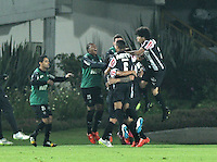 BOGOTA- COLOMBIA – 18-03-2015: Los jugadores del Atletico Mineiro de Brasil celebran el gol anotado Independiente Santa Fe de Colombia,  durante partido entre Independiente Santa Fe de Colombia y Atletico Mineiro de Brasil, por la segunda fase, grupo 1, de la Copa Bridgestone Libertadores en el estadio Nemesio Camacho El Campin, de la ciudad de Bogota. / The players of Atletico Mineiro of Brasil, celebrate  the scored goal to Independiente Santa Fe of Colombia during a match between Independiente Santa Fe of Colombia and Atletico Mineiro of Brasil for the second phase, group 1, of the Copa Bridgestone Libertadores in the Nemesio Camacho El Campin in Bogota city. Photo: VizzorImage / Luis Ramirez / Staff.