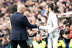 Real Madrid's coach Zinedine Zidane (l) and Garet Bale during La Liga match. February 18,2017. (ALTERPHOTOS/Acero)