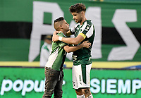 PALMIRA - COLOMBIA, 01-09-2019: Matias Cabrera del Cali abraza a un pequeño hincha después del partido entre Deportivo Cali y Deportivo Pasto por la fecha 9 de la Liga Águila II 2019 jugado en el estadio Deportivo Cali de la ciudad de Palmira. / Matias Cabrera of Cali hugs to a little fan after match between Deportivo Cali and Deportivo Pasto for the date 9 as part Aguila League II 2019 played at Deportivo Cali stadium in Palmira city. Photo: VizzorImage / Gabriel Aponte / Staff