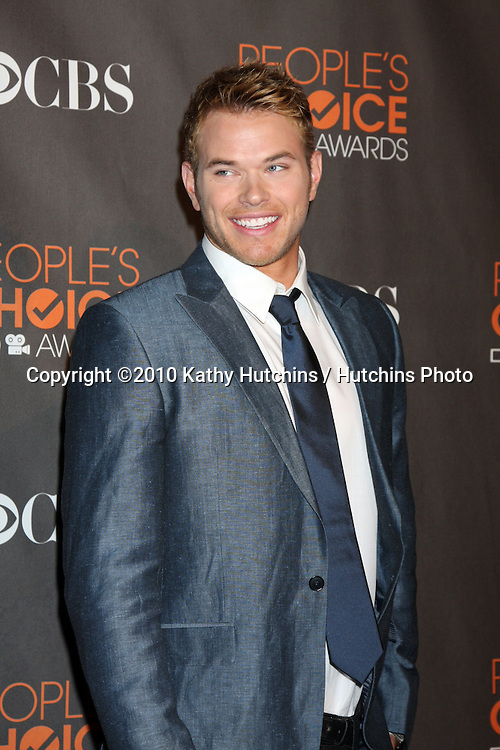 Kellan Lutz.arriving  at the 2010 People's Choice Awards.Nokia Theater.January 6, 2010.©2010 Kathy Hutchins / Hutchins Photo.