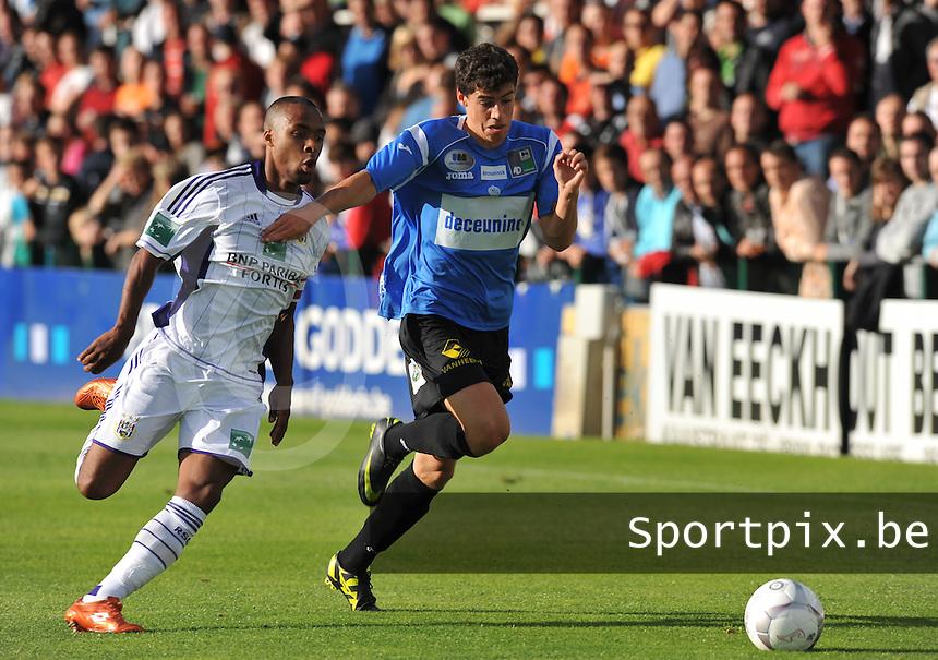 KSV Roeselare : Daniel Ternest aan de bal voor Denis Odoi van Anderlecht.foto DAVID CATRY / BART VANDENBROUCKE / VDB