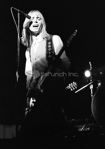 Tom Petty & The Heartbreakers Hammersmith Odeon, London 15 May 1977. UK debut gig, supporting Nils Lofgren. Credit: Ian Dickson/MediaPunch