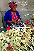 Vendedora de flores em Antigua, Guatemala. 1985. Foto de Juca Martins.