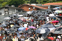 ATENCAO EDITOR: FOTO EMBARGADA PARA VEICULOS INTERNACIONAIS. - SAO PAULO - SP -  03 DE DEZEMBRO 2012. SHOW MADONNA, movimentacao no Estadio do Morumbi, nesta tarde antes do show(04). FOTO: MAURICIO CAMARGO / BRAZIL PHOTO PRESS.