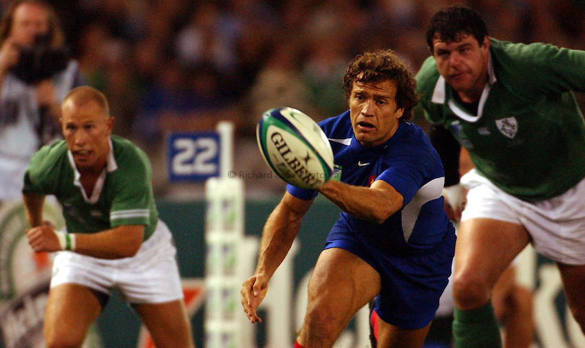 Photo: Jack Atley..Ireland v France, Quarter Final at the Telstra Dome, Melbourne. RWC 2003. 09/11/2003..Fabien Galthie gets the ball away.