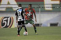 SÃO PAULO, SP, 23 DE FEVEREIRO DE 2014 - ESPORTE - FUTEBOL - CAMPEONATO PAULISTA SÉRIE A - PORTUGUESA X COMERCIAL RP - Régis (D) desputa bola com Clebinho (E)  durante partida contra a equipe do Comercial, válida pela 10ª rodada do campeonato Paulista, no estádio Dr. Osvaldo Teixeira Duarte (Canindé), neste domingo (23) as 18h30 na zona Norte da cidade de São Paulo. Fotos: Dorival Rosa/Brasil Photo Press).