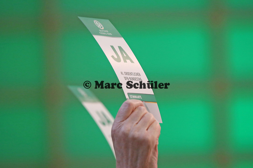 Ja-Stimme beim DFB-Bundestag - 41. ordentlicher DFB-Bundestag, NCC Nürnberg