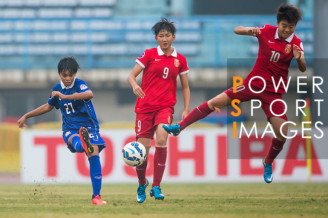 China PR plays against Thailand during the AFC U-16 Women's Championship China 2015 3rd and 4th place match at the Xinhua Road Stadium on 15 November 2015 in Wuhan, China. Photo by Aitor Alcalde / Power Sport Images