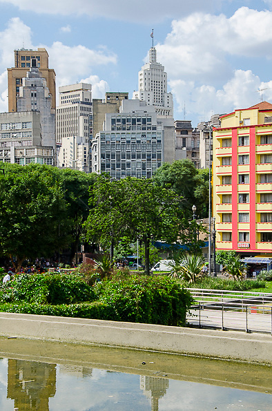 Praça da Sé ao fundo o Edifício Altino Arantes de 1947 antigo Banespa, São Paulo - SP, 01/2013.