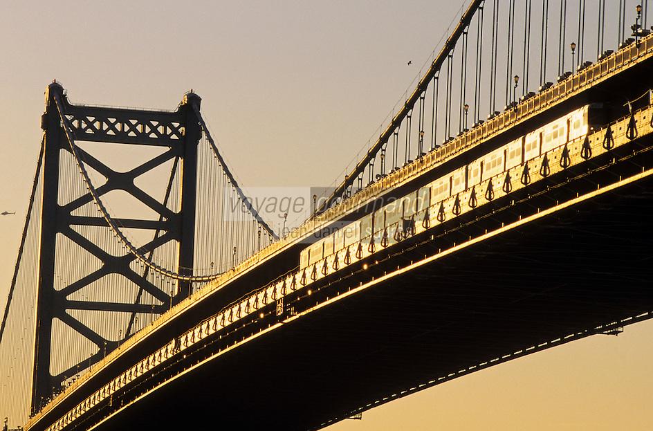Amérique du Nord, USA, Etats-Unis, Vallée du Delaware, Pennsylvanie, Philadelphie : Soleil couchant sur Benjamin Franklin Bridge  // North America, USA, Delaware Valley, Pennsylvania, Philadelphia: Sunset on Benjamin Franklin Bridge