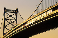 Amérique du Nord, USA, Etats-Unis, Vallée du Delaware, Pennsylvanie, Philadelphie : Soleil couchant sur Benjamin Franklin Bridge  // North America, USA, Delaware Valley, Pennsylvania, Philadelphia: Sunset on Benjamin Franklin Bridge