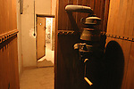 20050123 - France - Saint-Germain-en-Laye<br /> MACHINE À RENOUVELER L'AIR DANS LES SOUTERRAINS SOUS LE COLLÈGE MARCEL ROBY<br /> Ref:SAINT-GERMAIN-EN-LAYE_028 - © Philippe Noisette