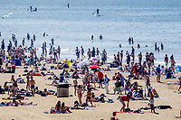 SCHEVENINGEN - Extremely busy on the beach of scheveningen during the beautiful weather on Ascension Day