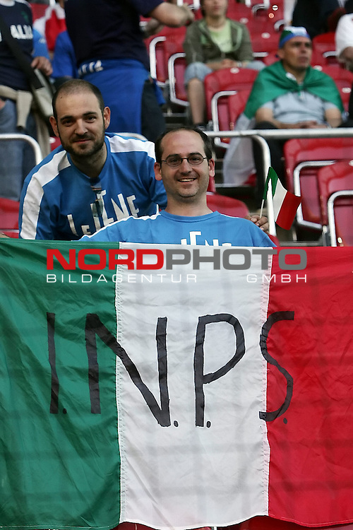 FIFA WM 2006 -  Gruppe E Vorrunde ( Group E )<br /> Play   #25 (17-Jun) - Italien - USA 1:1<br /> <br /> Fan Feature <br /> <br /> Foto &copy; nordphoto