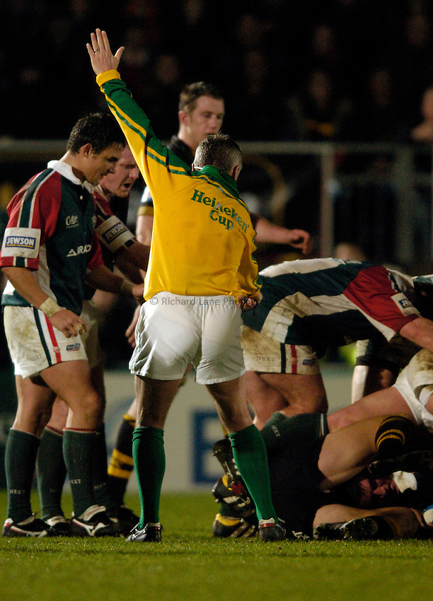 Photo: Richard Lane..London Wasps v Leicester Tigers. Heineken Cup. 05/12/2004..Referee, Nigel Williams.