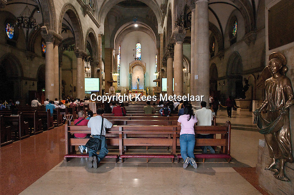 Philippines, Manila, 5 march, 2008..Inside the Manila Cathedral in Intramuros the oldest district of the city of Manila...In de Cathedraal van Manila in Intramuros, het oudste district van Manila, de hoofdstad van de Filippijnen...Photo Kees Metselaar