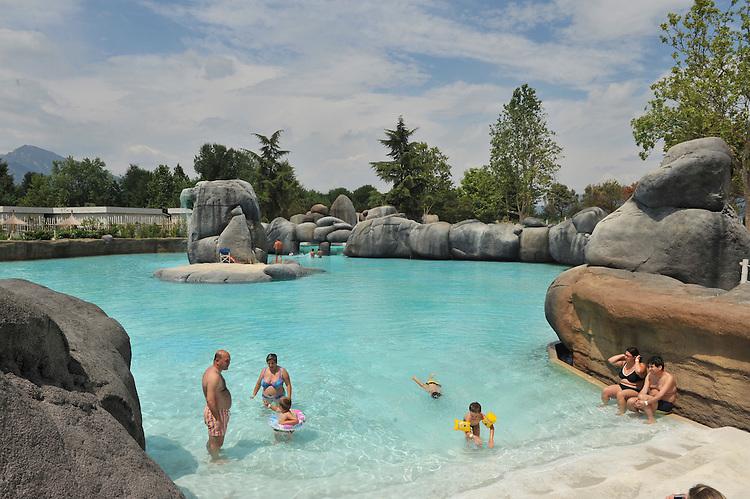 Zoom, il primo bioparco in Italia. Zoom, the first immersive biopark in Italy.