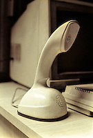 Un vecchio telefono Ericofon, prodotto dalla svedese Ericsson a partire dagli anni cinquanta --- An old telephone Ericofon, a one-piece plastic telephone created by the Ericsson Company of Sweden starting from the fifties