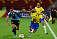 BUCARAMANGA - COLOMBIA, 06-02-2020: Paulinho Paulo Sampaio de Brasil disputa el balón con Jose Luis Rodriguez de Uruguay durante partido entre Brasil U-23 Y Uruguay U-23 por el cuadrangular final como parte del torneo CONMEBOL Preolímpico Colombia 2020 jugado en el estadio Alfonso Lopez en Bucaramanga, Colombia. / Paulinho Paulo Sampaio of Brazil fights the ball with Jose Luis Rodriguez of Uruguay during the match between Brazil U-23 and Uruguay U-23 for the final quadrangular as part of CONMEBOL Pre-Olympic Tournament Colombia 2020 played at Alfonso Lopez stadium in Bucaramanga, Colombia. Photo: VizzorImage / Julian Medina / Cont