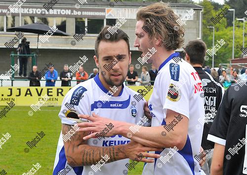 2014-04-20 / voetbal / seizoen 2013-2014 / KSK Heist - Roeselare / Bart Webers (r) en Yannick Rymenants (l) (beiden Hesit) feliciteren elkaar met de overwinning op Roeselare