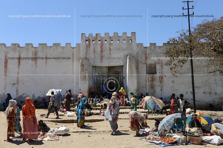 ETHIOPIA , Harar, old town, market at Argoba Gate / AETHIOPIEN, Harar, Markt am Argoba Tor der Altstadt