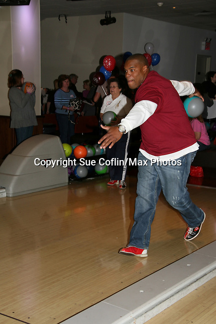 One Life To Live's Sean Ringgold at the 2009 Daytime Stars and Strikes to benefit the American Cancer Society to benefit the American Cancer Society on October 11, 2009 at the Port Authority Leisure Lanes, New York City, New York. (Photo by Sue Coflin/Max Photos)