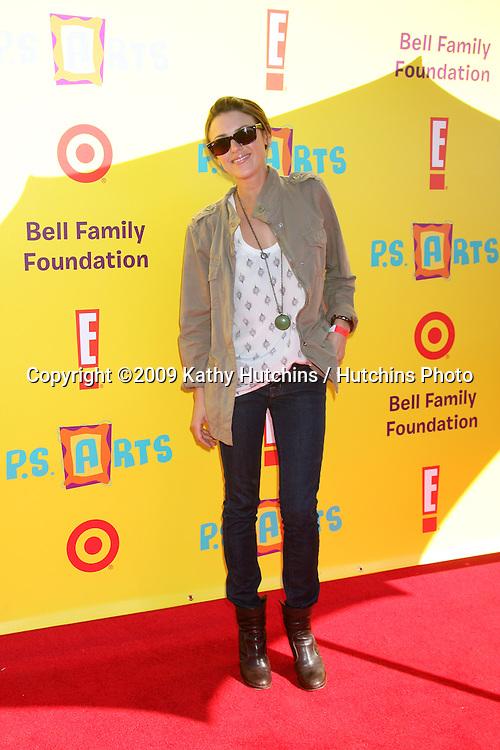 Elizabeth Hendrickson.arriving at the PS Arts Event 2009.Barker Hanger.Santa Monica,  CA.November 15, 2009.©2009 Kathy Hutchins / Hutchins Photo.