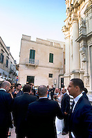 Invitati ad un matrimonio, all'esterno di una chiesa di Lecce.<br /> Wedding scene outside of a church in Lecce.<br /> UPDATE IMAGES PRESS/Riccardo De Luca
