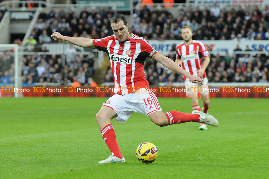 John O'Shea of Sunderland - Newcastle United vs Sunderland AFC - Barclays Premier League Football at St James Park, Newcastle upon Tyne - 21/12/14 - MANDATORY CREDIT: Steven White/TGSPHOTO - Self billing applies where appropriate - contact@tgsphoto.co.uk - NO UNPAID USE