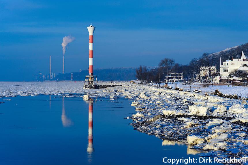 Verschneiter Süllberg und Elbstrand in Hamburg-Blankenese, Deutschland