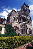 church, France, Vezelay, Burgundy, Yonne, wine region, Bourgogne, Europe, 12th century Basilique Ste-Madeleine in Vezelay in the wine region of Burgundy.