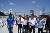 SÃO PAULO, SP, 03 DE FEVEREIRO DE 2010 - INDY 300 / VISTORIA PREFEITO - A cidade de São Paulo sediará no dia 14 de março a primeira etapa da temporada 2010 da Fórmula Indy. Na manhã desta quarta-feira (3), o prefeito da capital paulista, Gilberto Kassab (DEM), ao lado do presidente da SPTuris Caio de Carvalho encontra com os pilotos brasileiros da categoria Tony Kanaã (careca), Victor Meira (gravata), Rafael Mattos (camisa azul), Mario Moraes (Blusa e gola preta), Bia Figueiredo, Hélio Castro Neves (camisa azul claro), na sede da SPTuris, que fica na região do Sambódromo do Anhembi, local onde a prova será realizada. Na ocasião, o prefeito e os pilotos realizam uma vistoria no circuito que está sendo construído. (FOTO: WILLIAM VOLCOV / NEWS FREE).