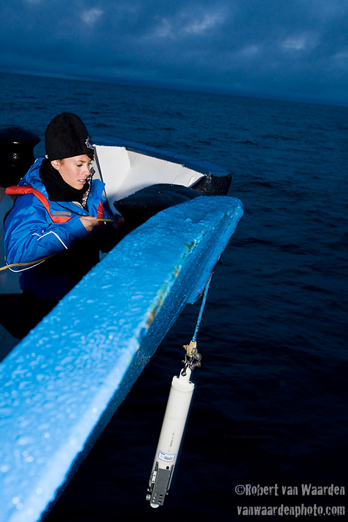 Nicole drops the sea cat (CTP) to read the differences in temperature conductivity at different depths.  Cape Farewell Youth Expedition 08.(©Robert vanWaarden ALL RIGHTS RESERVED)