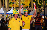 RIO DE JANEIRO, RJ, 30 DE JUNHO DE 2013 -TORCEDORES SAINDO DO MARACANÃ- Torcedores saindo do Maracanã após a vitória da seleção brasileira na final da Copa das Confederações, com o jogo Brasil x Espanha, na tarde deste domingo, 30 de junho, no Maracanã, zona norte do Rio de Janeiro.FOTO:MARCELO FONSECA/BRAZIL PHOTO PRESS
