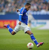 FUSSBALL   1. BUNDESLIGA   SAISON 2012/2013    27. SPIELTAG FC Schalke 04 - TSG 1899 Hoffenheim                       30.03.2013 Raffael (FC Schalke 04)  Einzelaktion am Ball