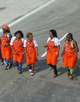 RIO DE JANEIRO, RJ, 24 MAIO 2012 - Baianas abenca lavando o asfalto para um dia antes da inaguraçaoo no do campinho mergulhao Clara Nunes na regiao norte da capital fluminense nessa quarta-feira. FOTO: ARION MARINHO / BRAZIL PHOTO PRESS.