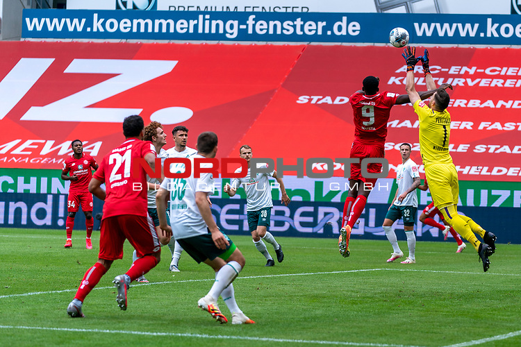 Jean-Philippe Mateta (FSV Mainz 05 #09), Jiri Pavlenka (Werder Bremen #01), Maximilian Eggestein (Werder Bremen #35), Karim Onisiwo (FSV Mainz 05 #21), Milos Veljkovic (Werder Bremen #13), Joshua Sargent (Werder Bremen #19) Marco Friedl (Werder Bremen #32)<br /> <br /> <br /> Sport: nphgm001: Fussball: 1. Bundesliga: Saison 19/20: 33. Spieltag: 1. FSV Mainz 05 vs SV Werder Bremen 20.06.2020<br /> <br /> Foto: gumzmedia/nordphoto/POOL <br /> <br /> DFL regulations prohibit any use of photographs as image sequences and/or quasi-video.<br /> EDITORIAL USE ONLY<br /> National and international News-Agencies OUT.