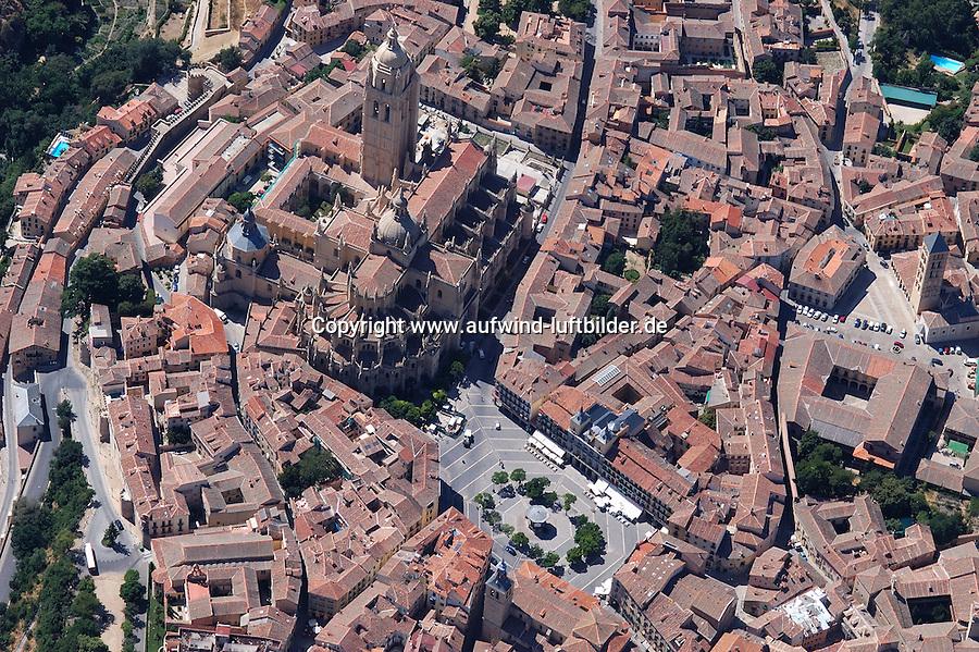 Segovia: SPANIEN, KASTILIEN LEON, SEGOVIA, 28.07.2003:Segovia, Kathedrale, Plaza Major, alte Stadt, eng, .c o p y r i g h t : A U F W I N D - L U F T B I L D E R . de.G e r t r u d - B a e u m e r - S t i e g 1 0 2, .2 1 0 3 5 H a m b u r g , G e r m a n y.P h o n e + 4 9 (0) 1 7 1 - 6 8 6 6 0 6 9 .E m a i l H w e i 1 @ a o l . c o m.w w w . a u f w i n d - l u f t b i l d e r . d e.K o n t o : P o s t b a n k H a m b u r g .B l z : 2 0 0 1 0 0 2 0 .K o n t o : 5 8 3 6 5 7 2 0 9.C o p y r i g h t n u r f u e r j o u r n a l i s t i s c h Z w e c k e,  V e r o e f f e n t l i c h u n g  n u r  m i t  H o n o r a r  n a c h M F M, N a m e n s n e n n u n g  u n d B e l e g e x e m p l a r !...