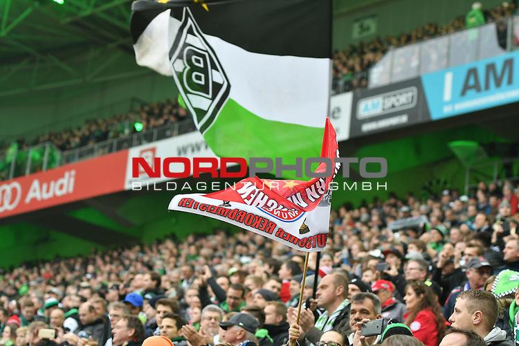 19.03.2017, Borussia-Park, Moenchengladbach, GER, 1.FBL., Borussia M&ouml;nchengladbach. vs. FC Bayern Muenchen<br /> <br /> im Bild / picture shows: <br /> Fans, freundlich, Stimmung, farbenfroh, Nationalfarbe, geschminkt, Emotionen, Bayern Fans mit Gladbach Fans in einem Block vereint <br /> <br /> <br /> Foto &copy; nordphoto / Meuter