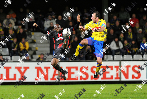 2012-10-13 / Voetbal / seizoen 2012-2013 / KVC Westerlo - FC Brussels / Bart Goor (r. Westerlo) met Kevin Tunani..Foto: Mpics.be