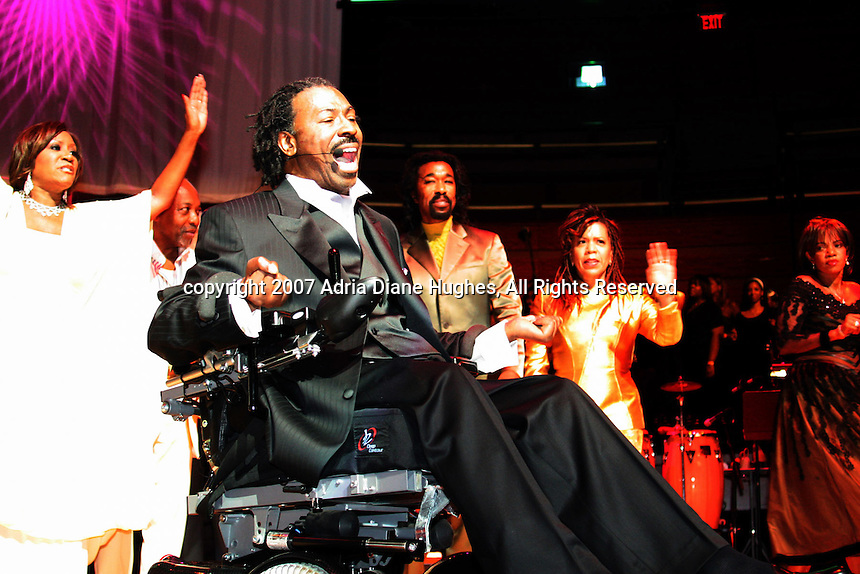 Teddy Pendergrass, flanked by patti laBelle (left), Leon Huff, Nick Ashford, Valerie Simpson (Ashford and Simpson) and Melba as he performs at Teddy 25, A celebration of Life, Hope and Possibilities at The Kimmel Center in Philadelphia on Sunday evening.