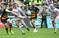 Leicester Tigers' George Ford releases the ball as Wasps' Elliot Daly closes in <br /> <br /> Photographer Stephen White/CameraSport<br /> <br /> Gallagher Premiership - Wasps v Leicester Tigers - Sunday 16th September 2018 - Ricoh Arena - Coventry<br /> <br /> World Copyright &copy; 2018 CameraSport. All rights reserved. 43 Linden Ave. Countesthorpe. Leicester. England. LE8 5PG - Tel: +44 (0) 116 277 4147 - admin@camerasport.com - www.camerasport.com