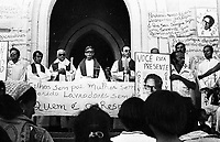 """O sindicalista Raimundo Ferreira Lima, mais conhecido como """"Gringo"""", foi assassinado em 29 de maio de 1980. presidente do Sindicato de Trabalhadores Rurais de Conceição do Araguaia (PA), no sul do estado. <br /> <br /> Gringo era agente da Comissão Pastoral da Terra (CPT), ligada à Conferência Nacional dos Bispos do Brasil (CNBB), e lutava pela reforma agrária na região<br /> <br /> Enterro do líder sindical Gringo assassinado no sul do Pará <br /> Conceição do Araguaia-Pará-Brasil.<br /> Foto: Lúcio Flávio Pinto/ 1980"""