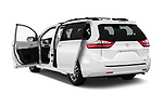 Car images close up view of a 2018 Toyota Sienna XLE 5 Door Mini Van doors