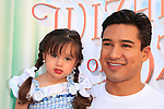 LOS ANGELES - SEP 15: Mario Lopez, daughter Gia at the Premiere of Warner Bros. Home Entertainment's 'The Wizard Of Oz' 3D + Grand Opening of the New TCL Chinese Theater IMAX on September 15, 2013 in Los Angeles, California