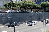 SAO PAULO, SP, 23.03.2017 - JARDIM-VERTICAL - Obras da construção do jardim vertical da avenida 23 de maio que faz parte do projeto cidade Linda do prefeito Joao Doria que substitui os grafites danificados da cidade de Sao Paulo. (Nelson Gariba/Brazil Photo Press)