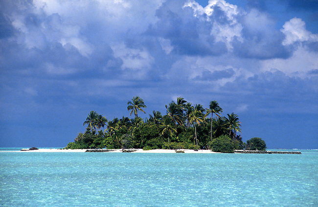 Rihiveli (atoll sud Male), Sunrise island. *** Rihiveli (south Male atoll), the Sunrise island.