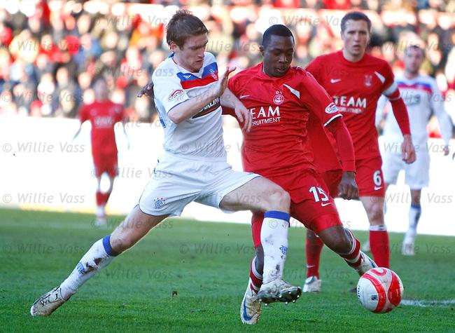 Steven Davis challenges Aberdeen's Javan Vidal