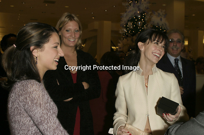 Vanessa Lengies &amp; Jennifer Love Hewitt<br />