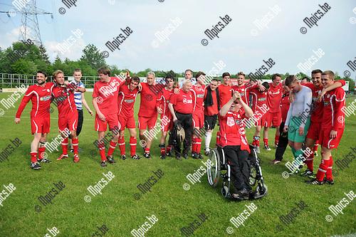 2012-05-20 / Voetbal / seizoen 2011-2012 / VC Herentals viert de promotie..Foto: Mpics.be